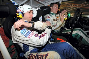 гонщик команды Stobart VK M-Sport Мэттью Уилсон и его штурман Скот Мартин тестируют систему интерком