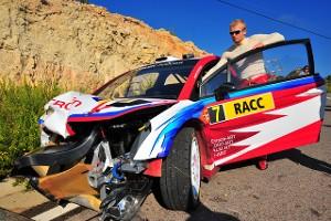 Евгений Новиков у разбитого Citroen на ралли Испании 2009 года