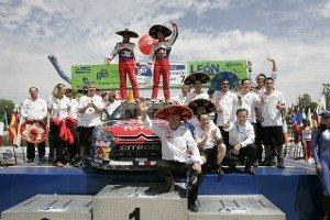 Себастьян Леб и Данэль Элена празднуют победу на ралли Мексики 2010 года