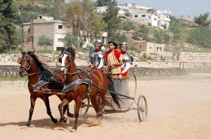 Себастьян Леб и Дани Сордо за рулем римской колесницы