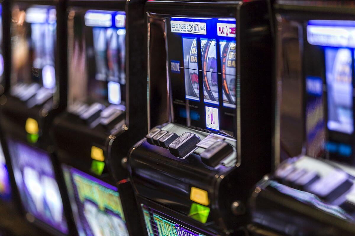 Где можно играть в игровые автоматы в россии симуляторы советские игровые автоматы онлайнi