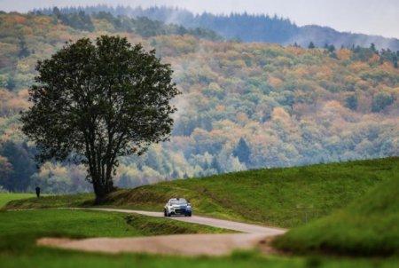 Видео: Боттас вновь сел за руль раллийной машины